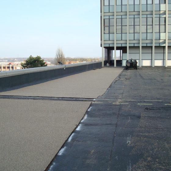 Pose revêtement toiture parking