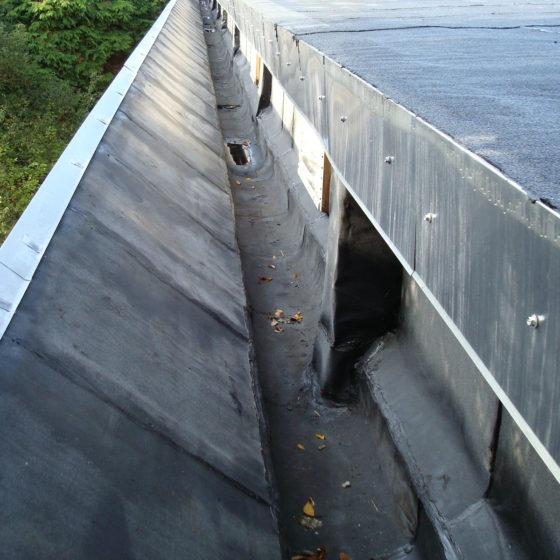 Corniches pour l'écoulement des eaux toit plat