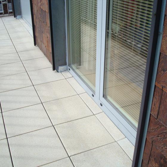 Pose nouveau carrelage sur balcon terrasse